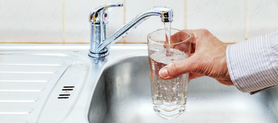 شرب الماء على المعدة الفارغة